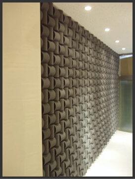 壁のウレタン吸音ボード